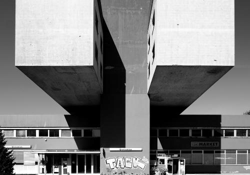 Istitutional building