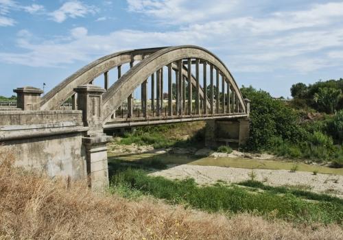 Vecchio ponte sulla s.s. 106 Jonica