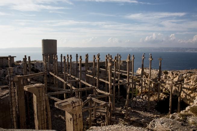 Falso cimitero sull'isola di Ratonneau